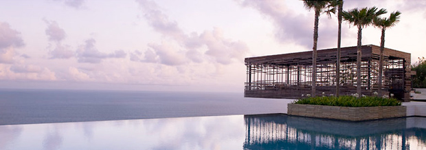 Uluwatu Infinity Pool - Side 2