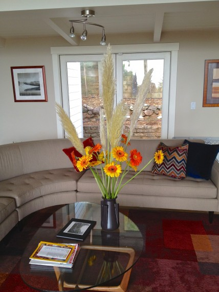 Living Room Flower Vase Arrangement